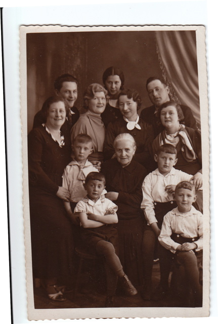 Mines Family, Skuodas May 31, 1935. Sender Mines is in the rear, left. In the rear, right, is Sender's brother Josel. His mother, Rachel (nee Eisen), is centre. Names of his sisters and nephews are unknown.